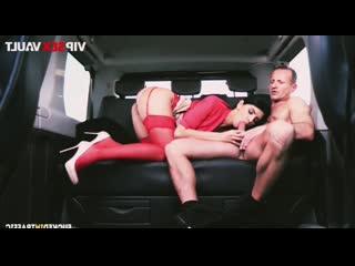 Карманный PornHub ( таксист трахнул шикарную брюнетку в красивом белье )