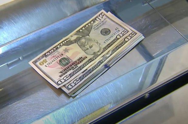 Обменки трясет: доллар и евро сошли с ума, курс валют на выходные