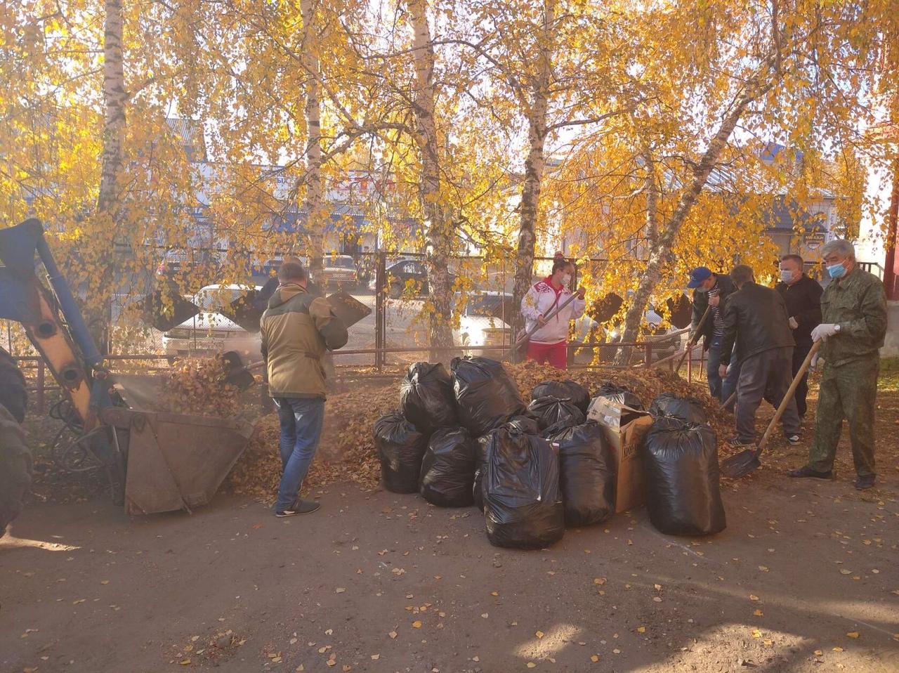 Сегодня в Петровском районе проходит плановая уборка территорий