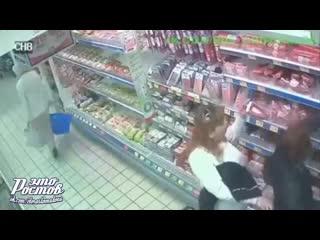 Карманница ворует кошелёк  в супермаркете -  - Это Ростов-на-Дону!