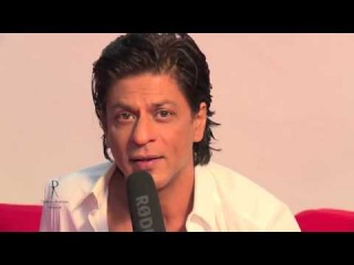 Видео: Шах Рукх Кхан снимаeтся для календаря Дабу Ратнани 2014