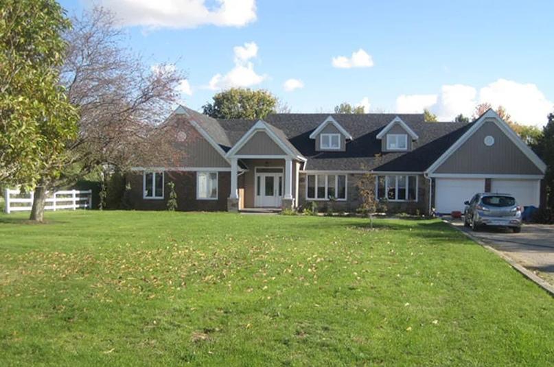 Этот дом 1970-х годов представляет собой измененный стиль ранчо. Фото любезно предоставлено домовладельцем, timeoutnow.
