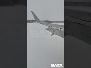 Пассажир случайно снял, как у его самолёта сломались шасси во время посадки