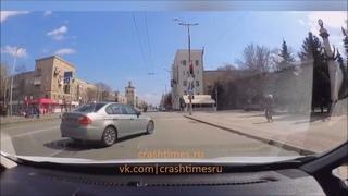 Запрыгнул на капот. Дорожные разборки в Запорожье.