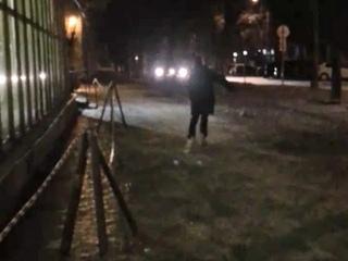 В Сарове после перепада температур стали кататься на коньках по тротуарам