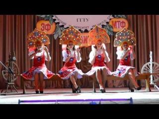 Первокурсницы гомельского #политеха танцуют с ложками.