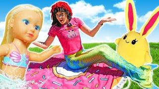 Русалочка и Мама для Лаки - Игры для девочек в куклы и игрушки - Маша Капуки стала русалкой