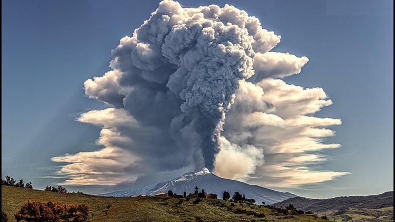 Apocalypse in Italy Strongest eruption of Mount Etna in Sicily