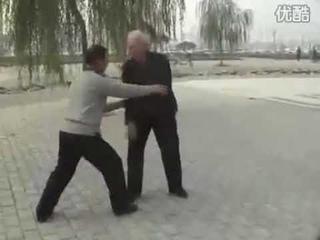 Sifu Bai QingZhai Teaching Push Hand 白慶齋師傅太極推手教學