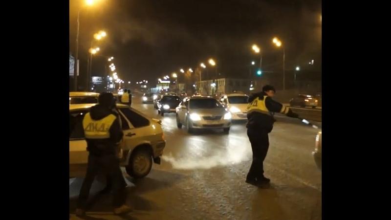 Внимание Бездельники на дороге в форме похожей на полицейских