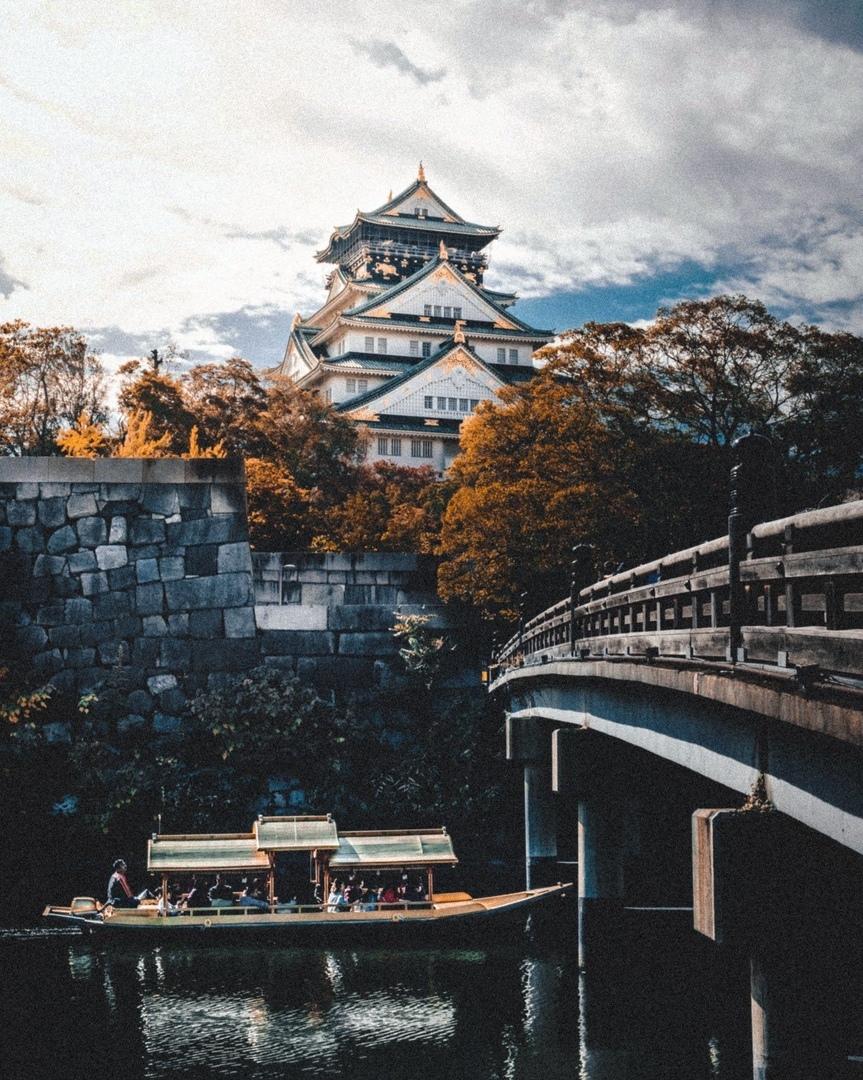 Японская традиционная архитектура в сезон момидзи