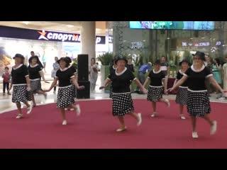 RETRO Trio  - Бабушки заюшки. Полный отрыв! Танцы супер!