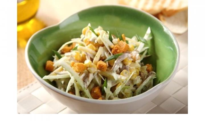 Салат с копченой курицей и сыром, изображение №3