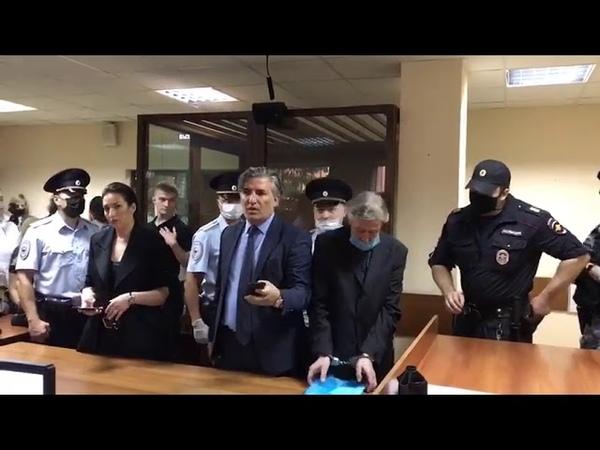 На Ефремова надели наручники в зале суда