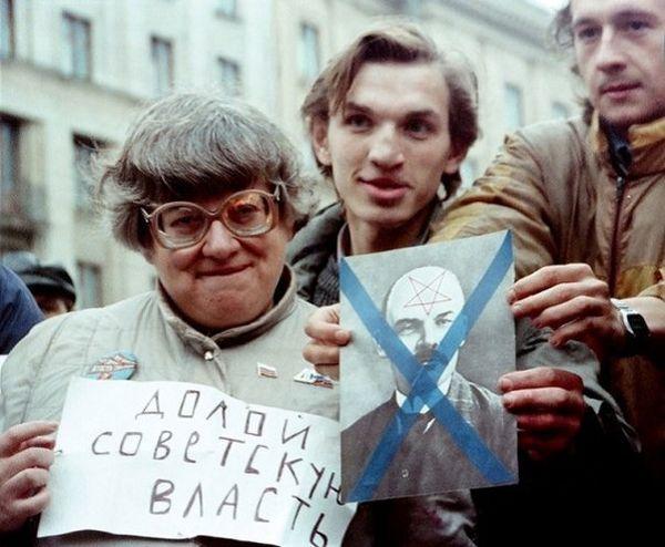 Новодворская на митинге у Моссовета, СССР, сентябрь 1990 года. Валерия Ильинична, как Вы бы охарактеризовали сегодняшнюю ситуацию в стране Ведь многие ваши требования стали реальностью, значит