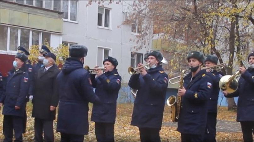 Под Самарой военные устроили концерт для 98-летней участницы войны