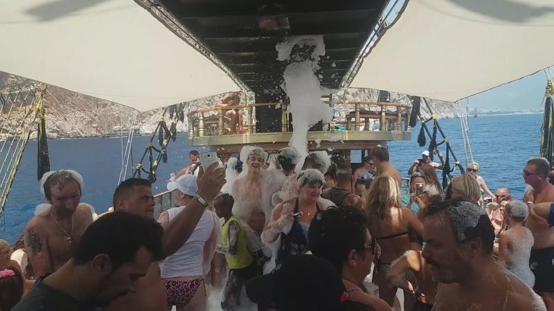 пенная дискотека на корабле)