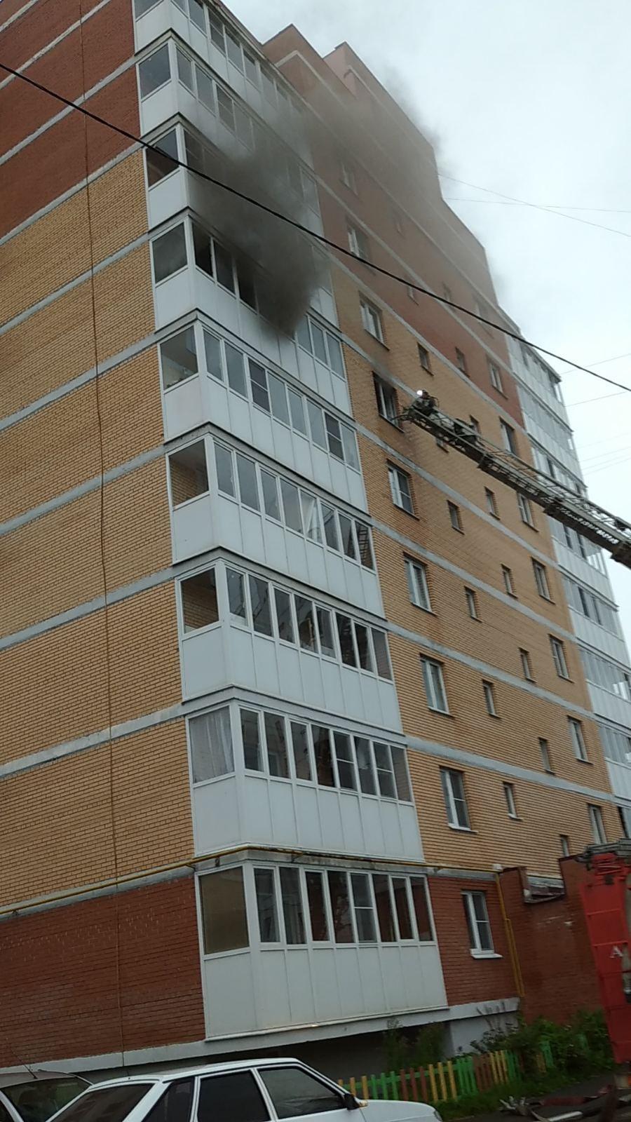 В Ярославле на Липовой горе загорелась многоэтажка
