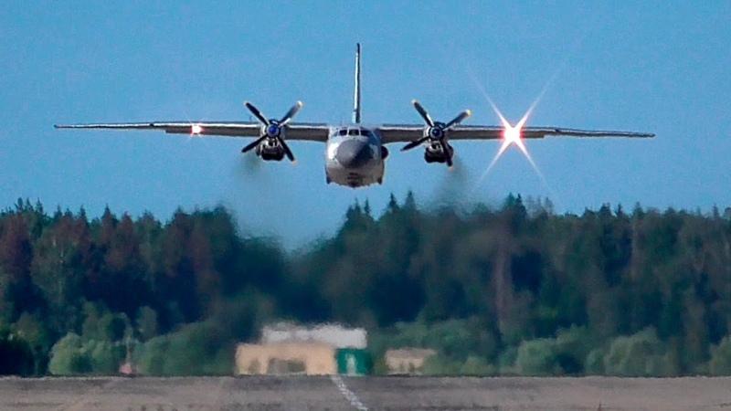 Ан 26 сносит ветром после взлета Аэродром Кубинка