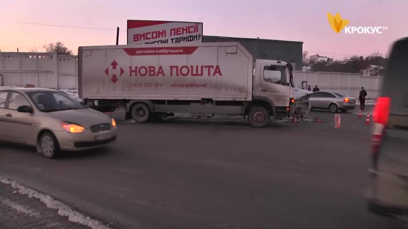 ДТП за участі маршрутного таксі на перетині вулиць І Кожедуба та Рибна відправили двох людей до лікарні