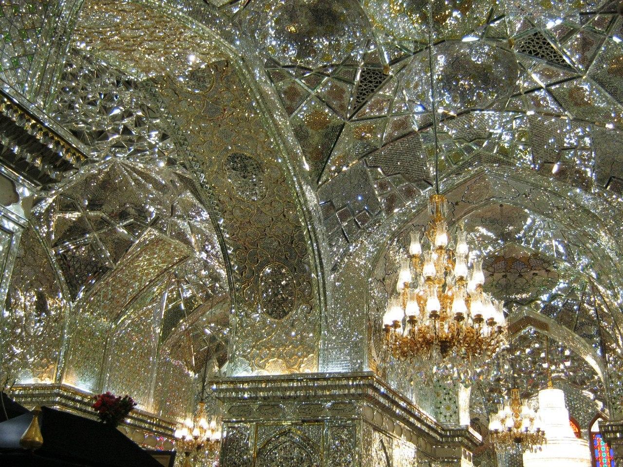 Вторая по важности гробница в Шах Черах в Шираз