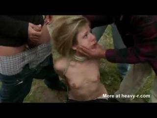 Насильно связали и выебали в рот девочку