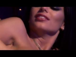 Красивое видео секса трех видов оральный (минет, кунилингус) вагинальный и анальный. к тому же это порно видео очень хорошо снято. пышногрудая брюнетка и опытный мужчина восхитительно придаются страсти, не стесняясь проявлять свои сексуальные фантазии в реальности.