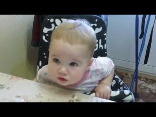 дочка с папой ругается:D прям как взрослая