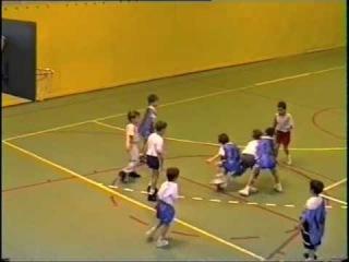 Ricky Rubio jugando al Baloncesto de pequeño - Ricky Rubio playing basketball beeing only a kid