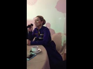 Школа лезгинки. Зайнаб Махаева спела под барабан и гармошку за столом.) Lezginka-Dance Moscow 8926 56 33 999