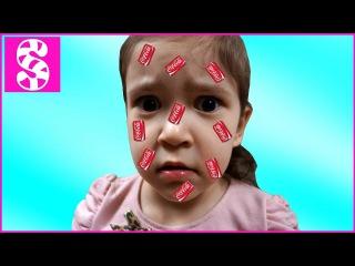 КОЛАТРЯНКА  ВРЕДНЫЕ ДЕТКИ заразились Доктор ставит укол BAD BABY PLAY DOCTOR