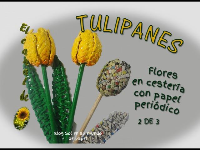 Tulipanes flores en cestería con papel periódico