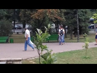 ПРАНК | Реация прохожих на снятие штанов в Молдове