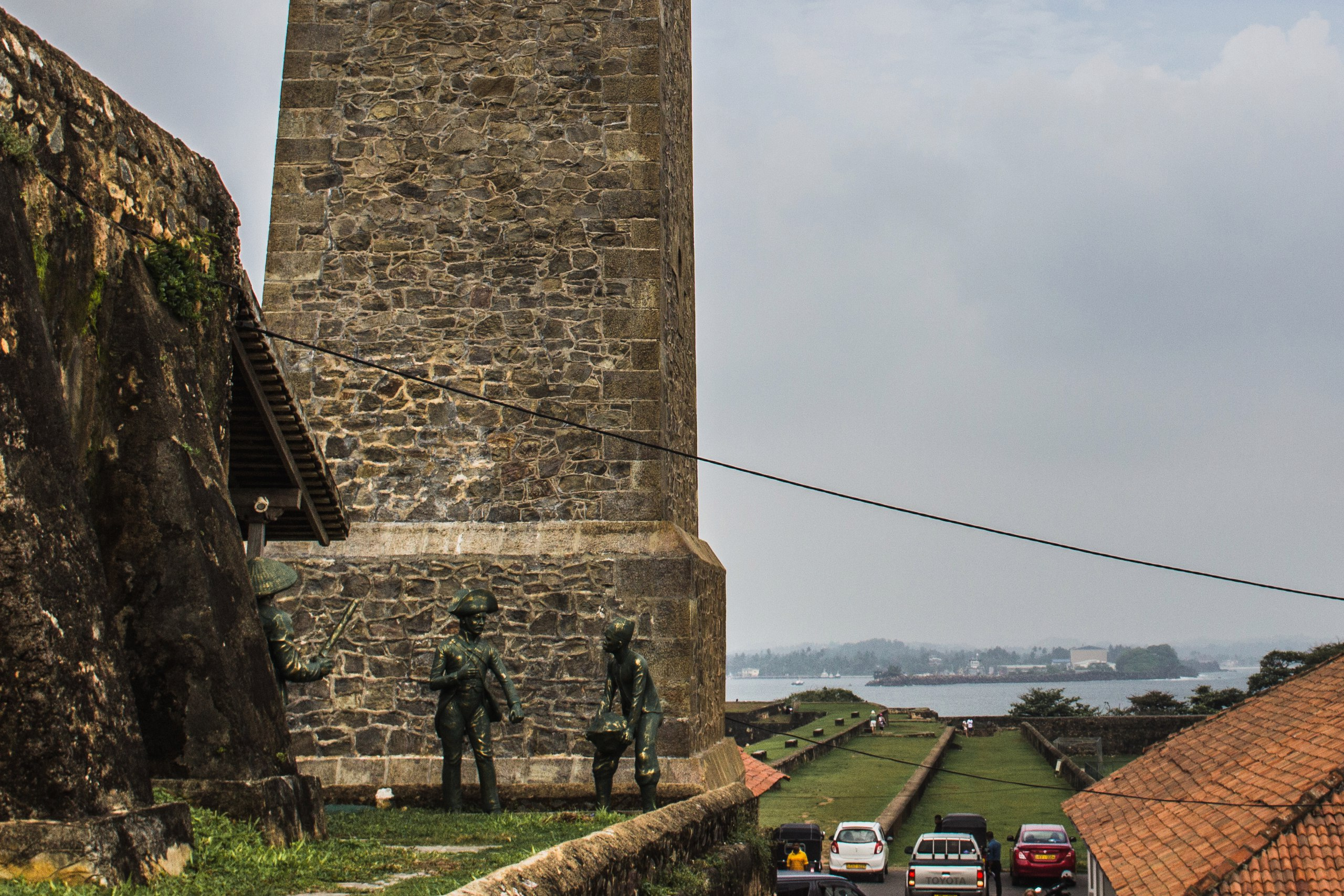 Форт Галле, возле часовой башни солдаты