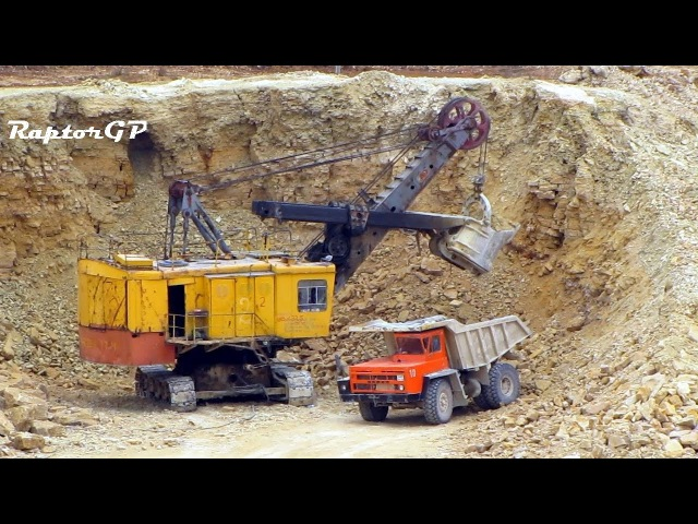 EKG 5 electric shovels load limestone on BELAZ 7522 Погрузка известняка на БелАЗ 7522 ЭКГ 5А