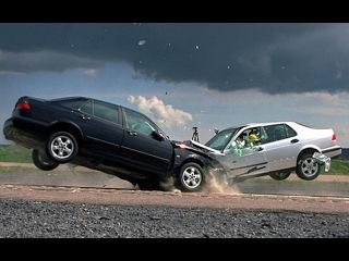 Как правильно в России достать, из машины, пострадавшего в ДТП.