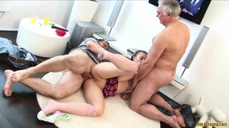 Отец С Другом Трахнули Стройную Дочку Порно