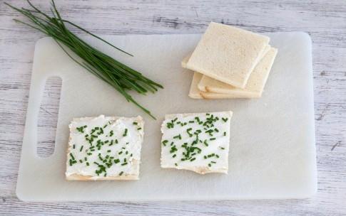 Рулетики из хлеба, бекона и сливочного сыра, изображение №4
