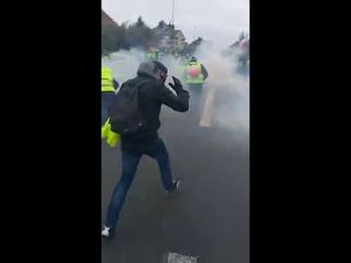 GILET JAUNE ACTE 8 ⛔ Beauvais les gendarmes gazent des bébés
