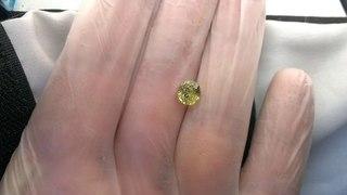 Драгоценные камни Баснословно:  Зелёный гранат Мали (грандит, андрадит-гроссуляр) из Мали