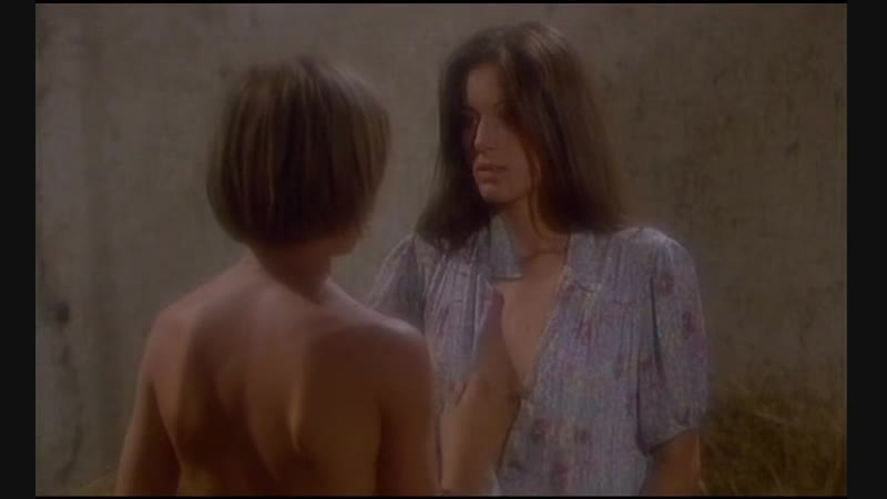 Мальчик трахает взрослую девушку (развращает подростка, захотела секса, не удержался и кончил в пизду)