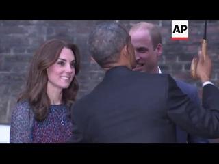 Obamas arrive for dinner with UK Royals