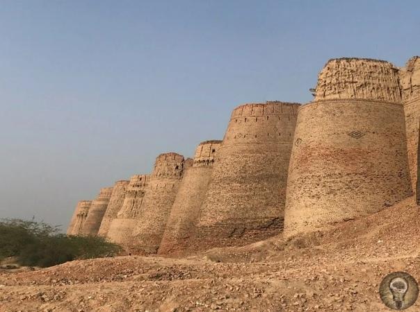 Грандиозная крепость посреди пустыни  форт Деравар в Пакистане