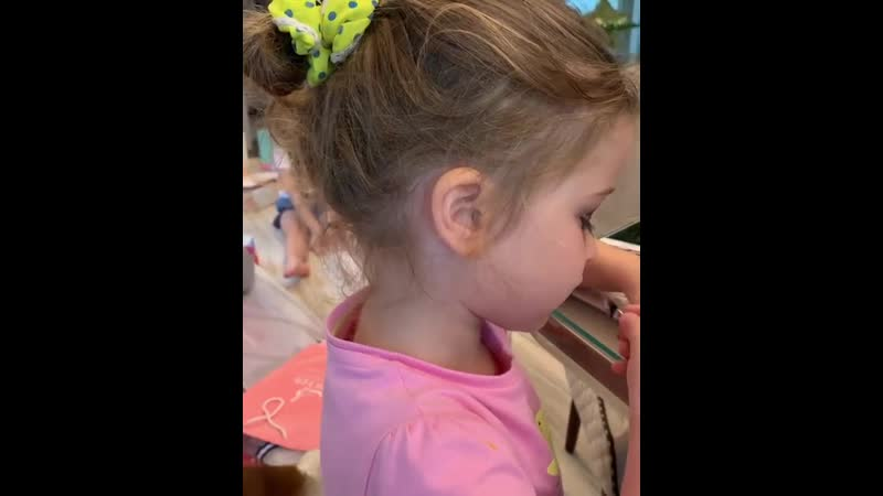 Самое милое видео дня! 😍 Теюша и первый в жизни макияж