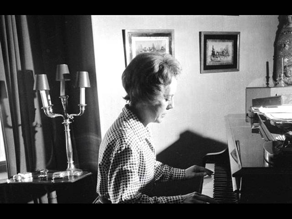 Monique de la Bruchollerie in recital - Chopin, Various Valses, Mazurkas, Nocturne, Ballade