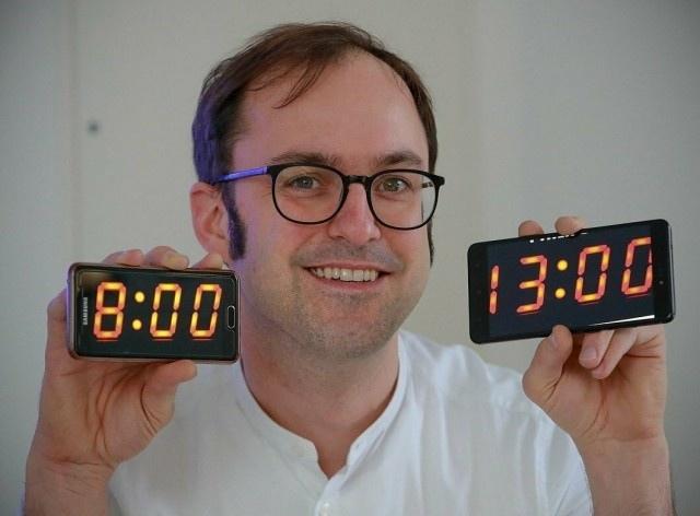 НемецЛассе Райнганс ввёл 5 часовой рабочий день, но запретил соцсети и смартфоны