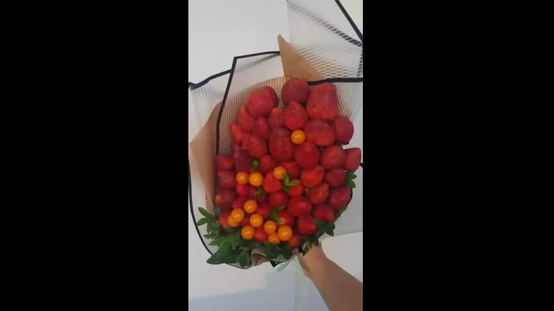 Вкусная свежая клубничка