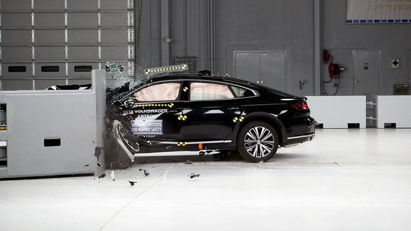 2019 Volkswagen Arteon driver side small overlap IIHS crash test