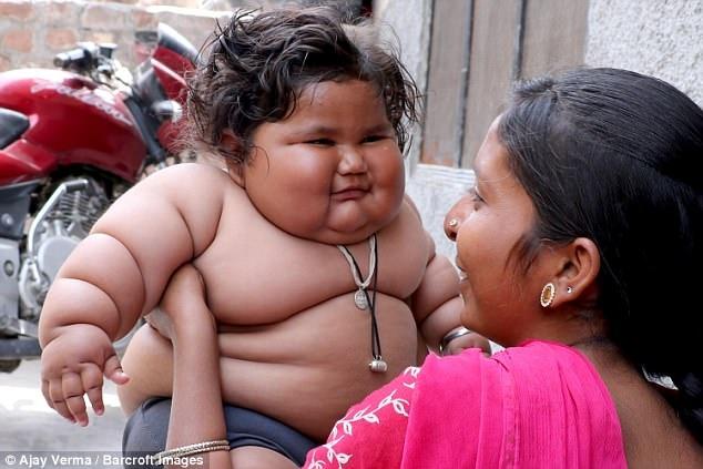 Восьмимесячная девочка весит 17 килограммов, и врачи не могут поставить ей диагноз
