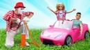 Barbie Peppa Pig e Shimmer e Shine O Palhaço ajuda todos na estrada Vídeos com brinquedos